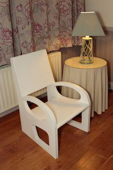 solidit des fauteuil et des meubles en carton. Black Bedroom Furniture Sets. Home Design Ideas